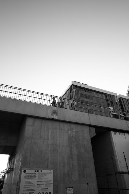 Gratis stockfoto met brug, gewone mensen, minimalisme