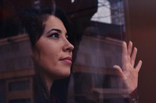 Darmowe zdjęcie z galerii z kobieta, ładny, oczy, ogniskować