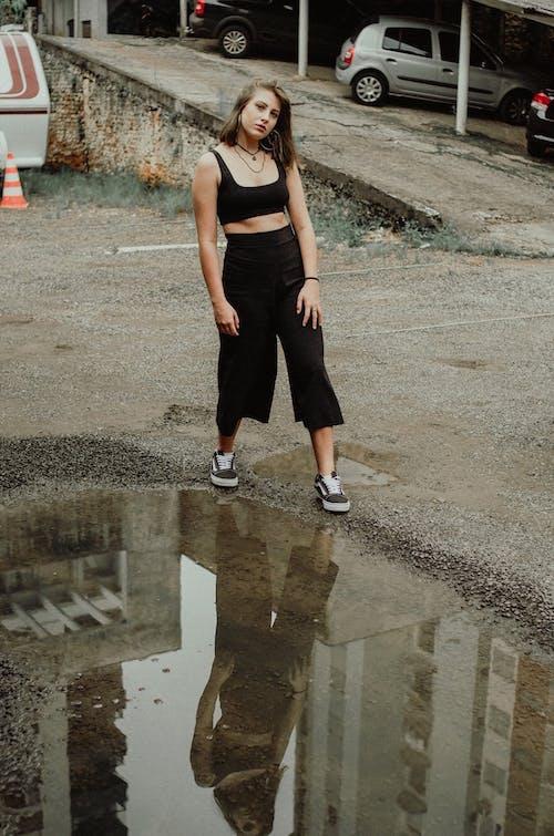 Photos gratuites de après la pluie, attirant, baskets, beauté