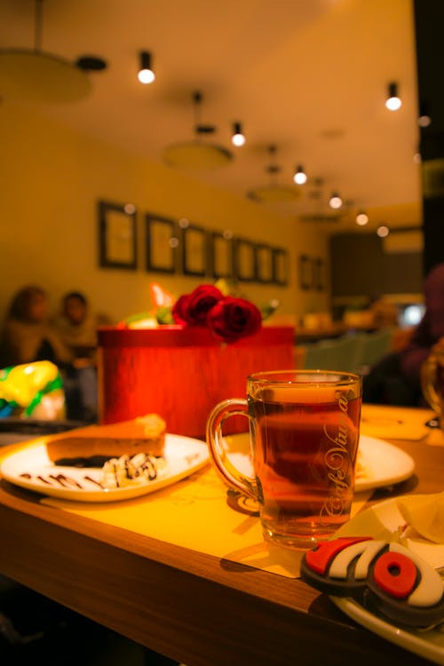 Foto profissional grátis de aniversário, bestman, chá, juntos