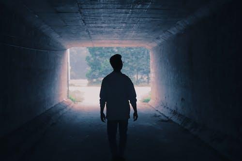 Безкоштовне стокове фото на тему «людина, тінь»