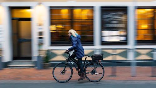 Photos gratuites de bicyclette, femme, jour, monter