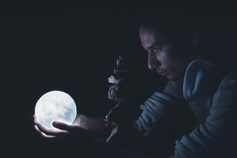 Kostenloses Stock Foto zu dunkel, fels, licht, mond