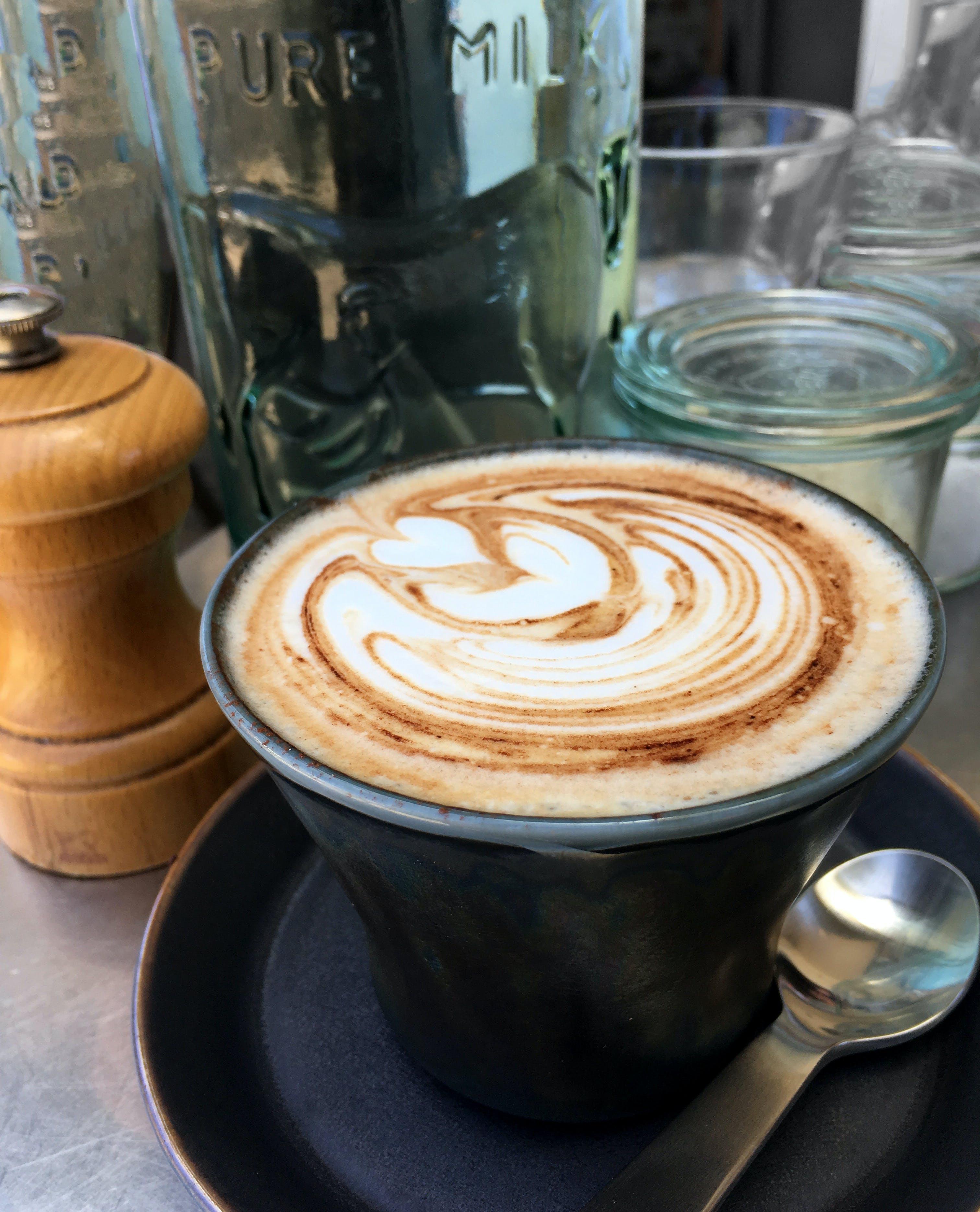 Foto stok gratis cangkir kopi, cappuccino, espreso, kafe bar