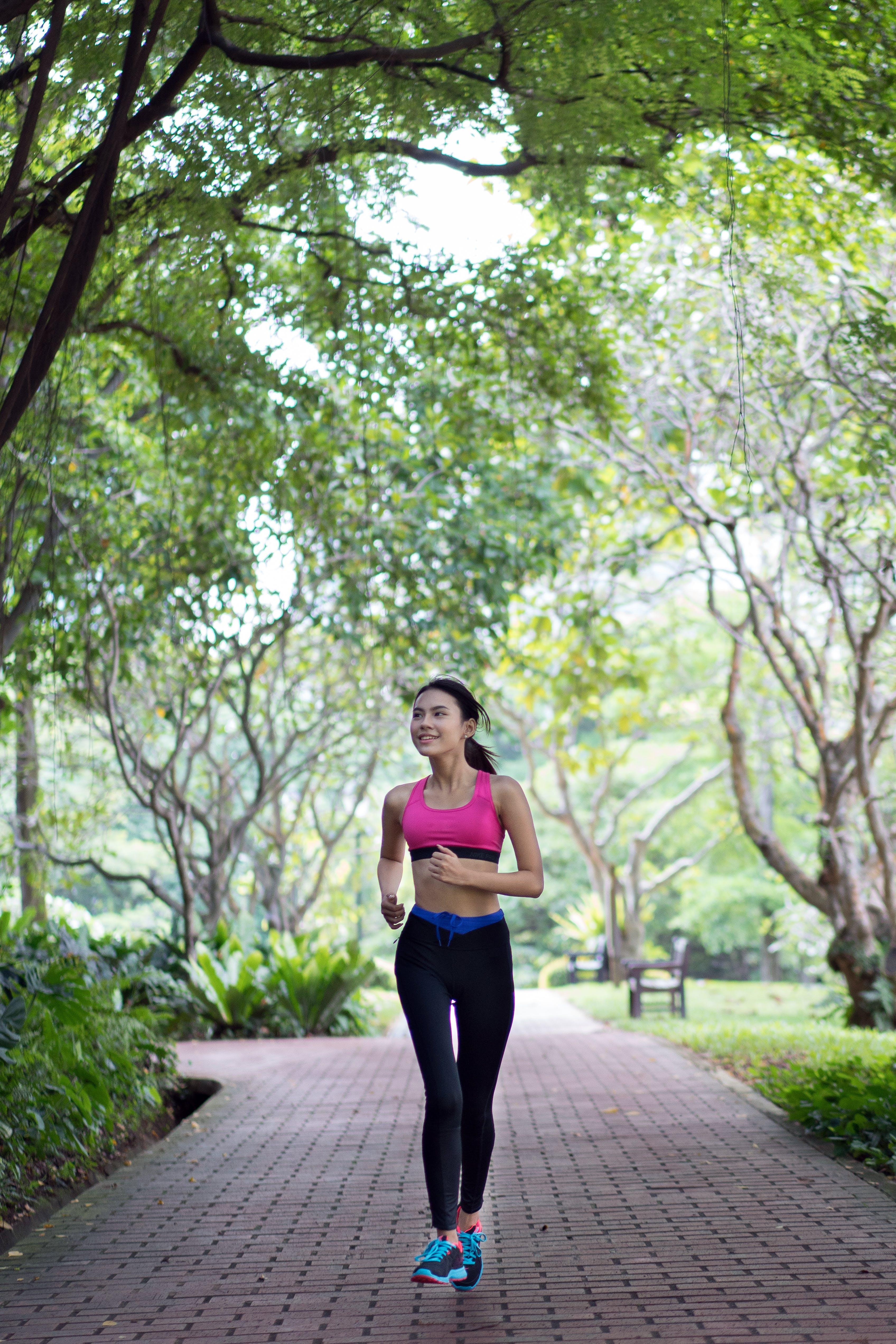 Kostenloses Stock Foto zu fitness, frau, joggen, lauf
