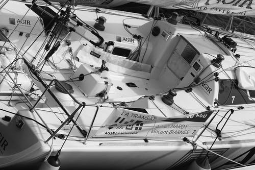 Ilmainen kuvapankkikuva tunnisteilla huvijahti, mustavalkoinen, vene