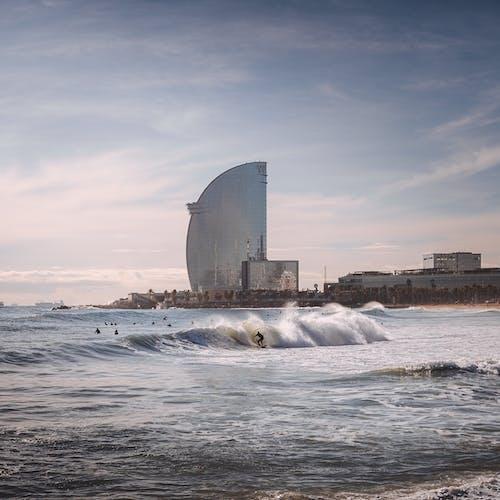 Ingyenes stockfotó barcelona, ég, emberek, építészet témában