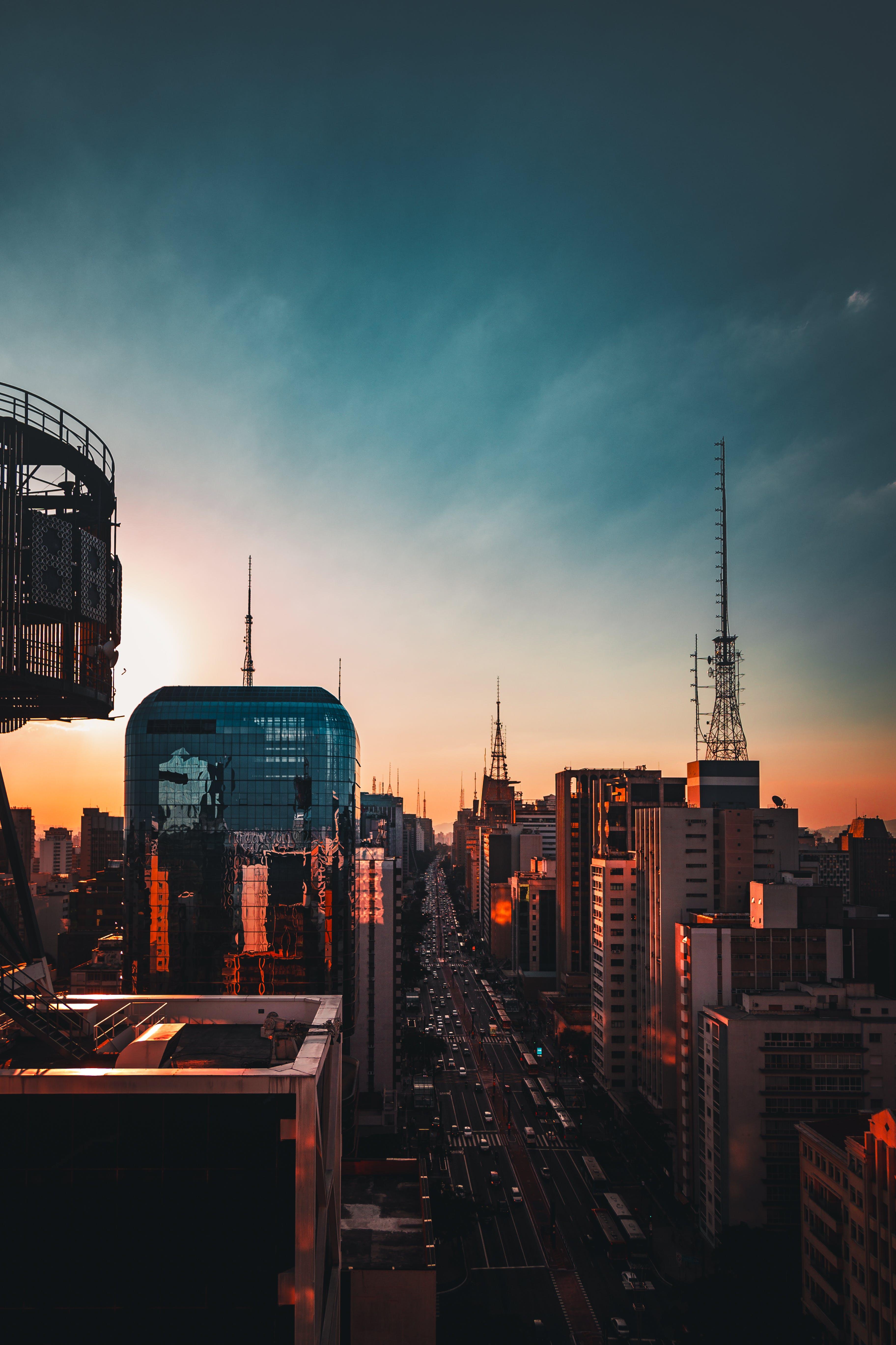 Kostenloses Stock Foto zu abendrot, architektur, beleuchtet, blauer himmel