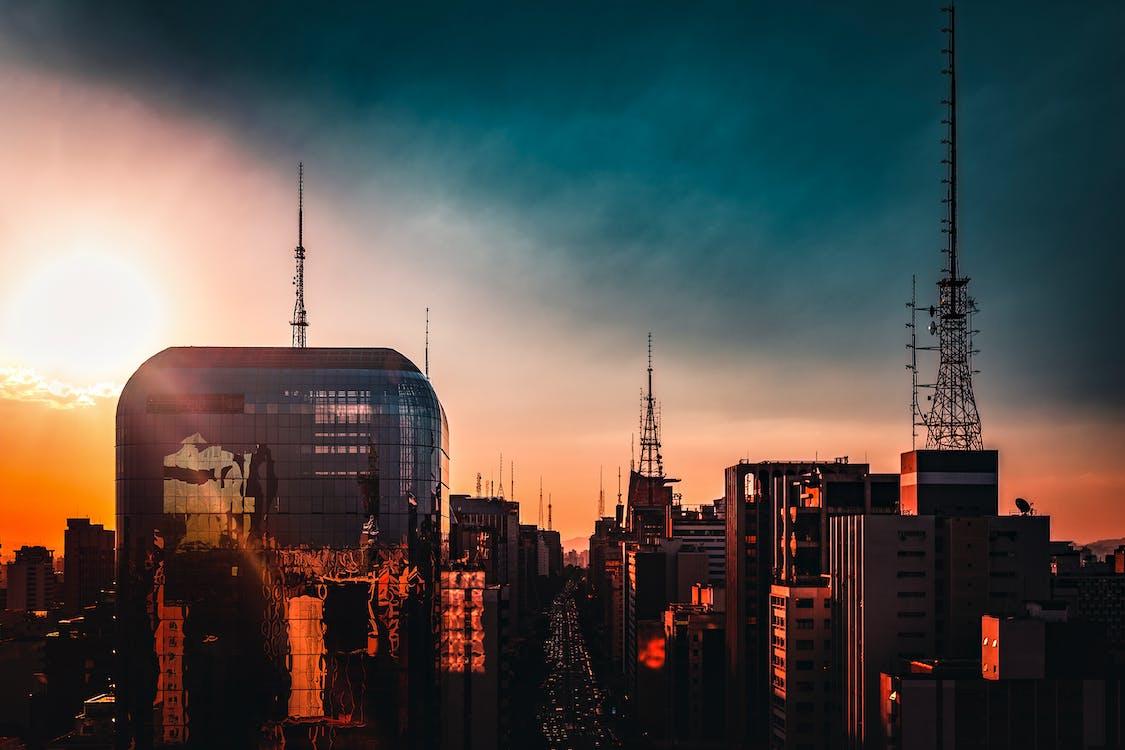 akşam, binalar, bulutlar