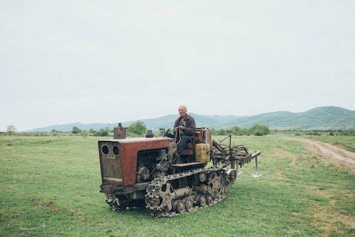 Бесплатное стоковое фото с дневной свет, машина, мужчина, пейзаж