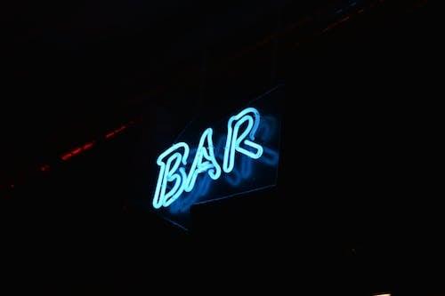 Ilmainen kuvapankkikuva tunnisteilla baari, neon, neonvalo, valaistu