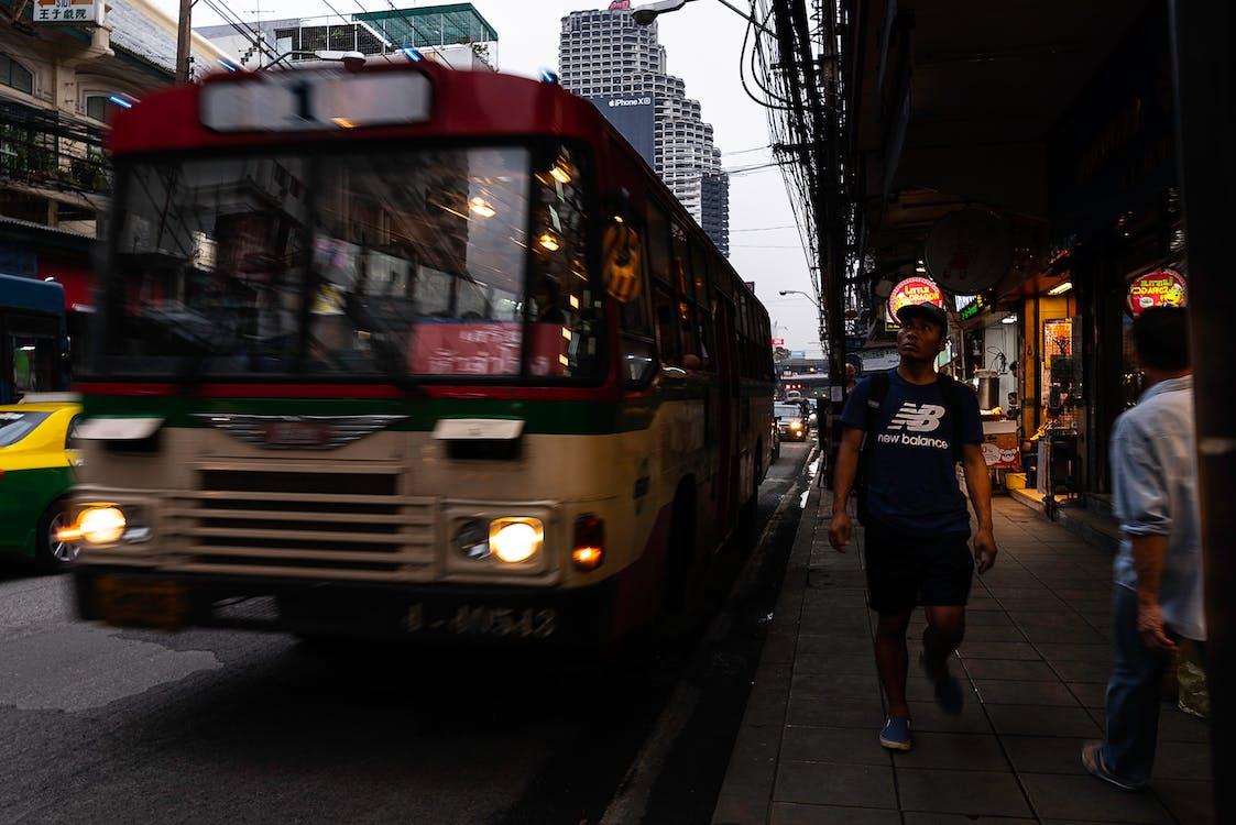 buszmegálló, utca, visszaverődés