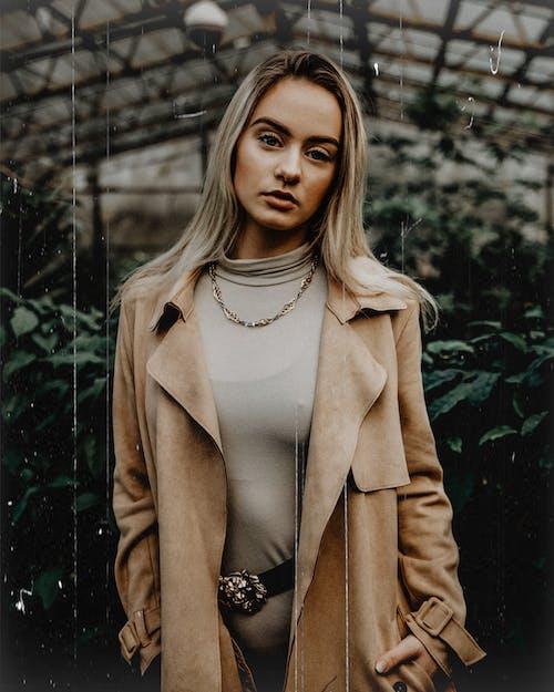 Foto profissional grátis de abrigo, atraente, beleza, bonita