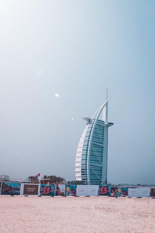 Photos gratuites de architecture, bâtiment, bord de mer, gratte-ciel