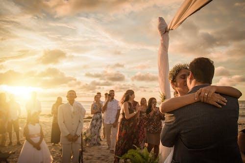 Gratis lagerfoto af ægteskab, strandbryllup