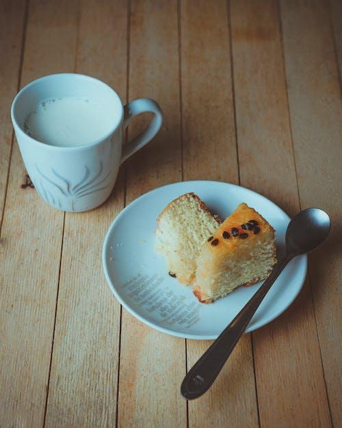 Free stock photo of bolo com leite, bolo de maracuja, cake, milk