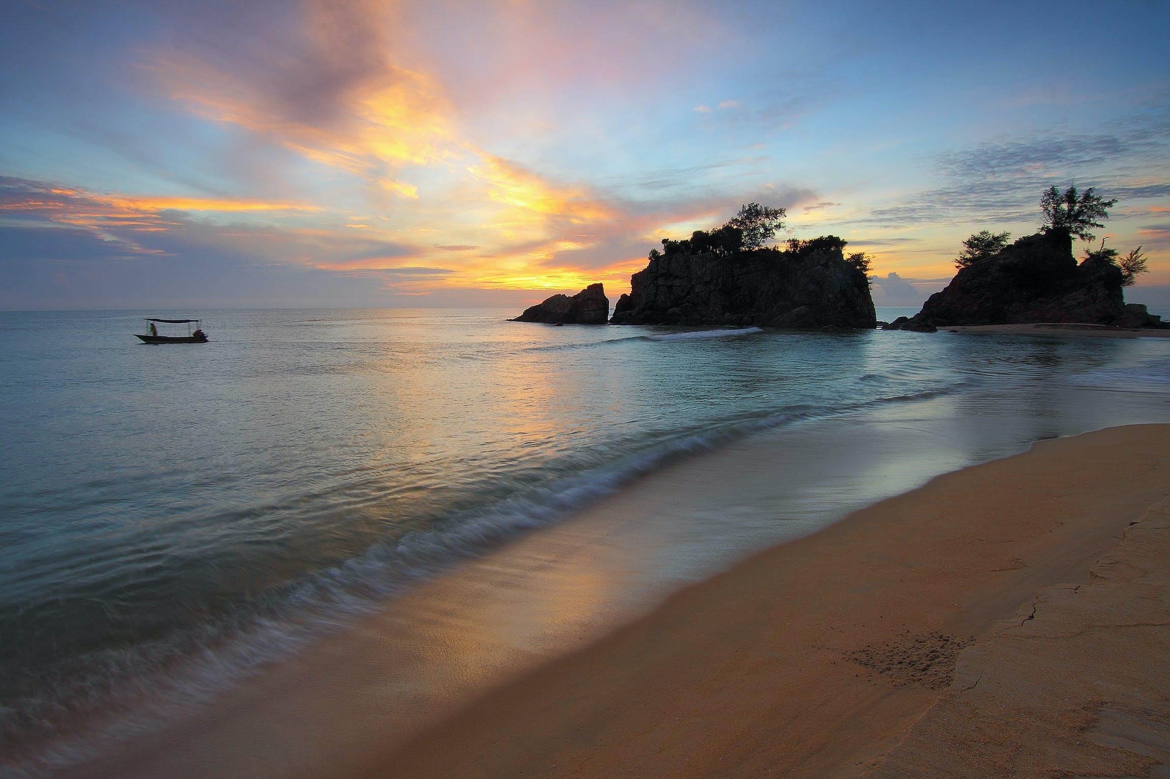 Seashore on Golden Hour Photographyt