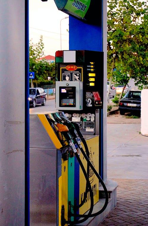 Fotobanka sbezplatnými fotkami na tému autá, čerpacia stanica, cesta, chodník