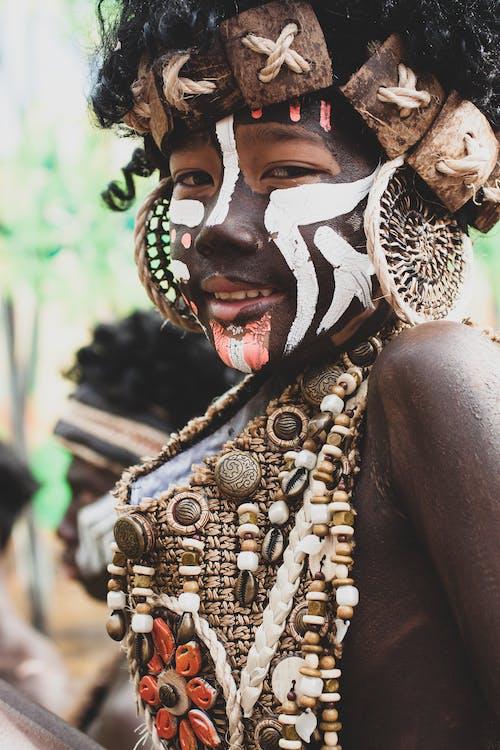Fotobanka sbezplatnými fotkami na tému dekorácia, detailný záber, kmeňový, kostým