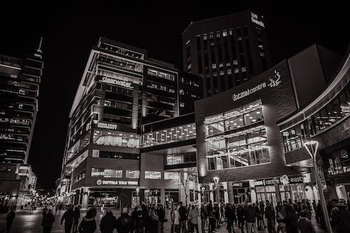 Kostnadsfri bild av arkitektur, byggnad, gata, människor