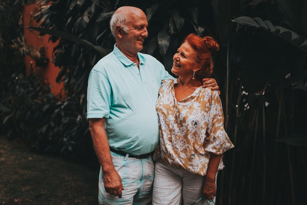 Old couple smiling at each other. | Photo: Pexels