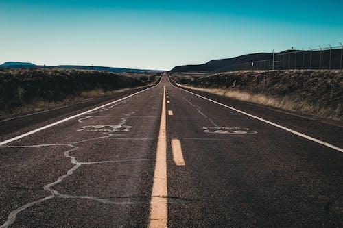 Immagine gratuita di asfalto, cielo, cielo sereno, itinerario