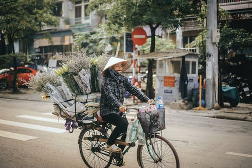 Foto d'estoc gratuïta de adult, anant amb bici, ciclista, dona