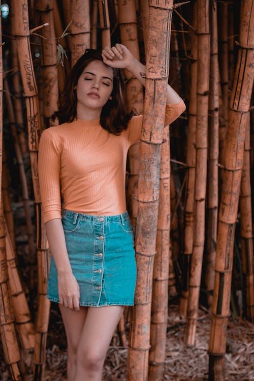 Foto profissional grátis de atraente, bonita, fotografia de retrato, laranja