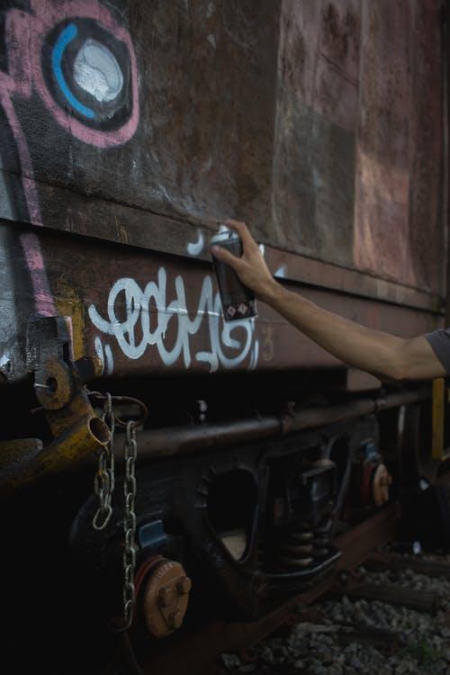 Photos gratuites de arts de la rue, bombe de peinture, bras, citadin