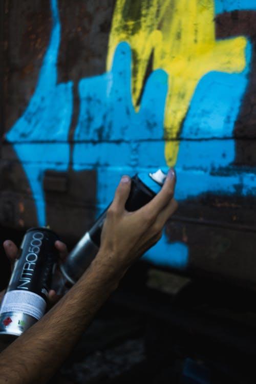 Photos gratuites de arts de la rue, bleu, bombe de peinture, couleur