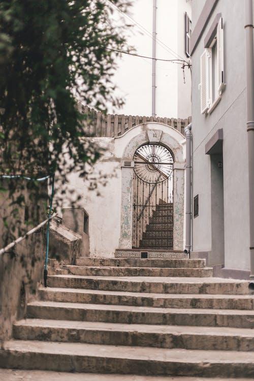 Fotobanka sbezplatnými fotkami na tému architektúra, brána, budova, chodník