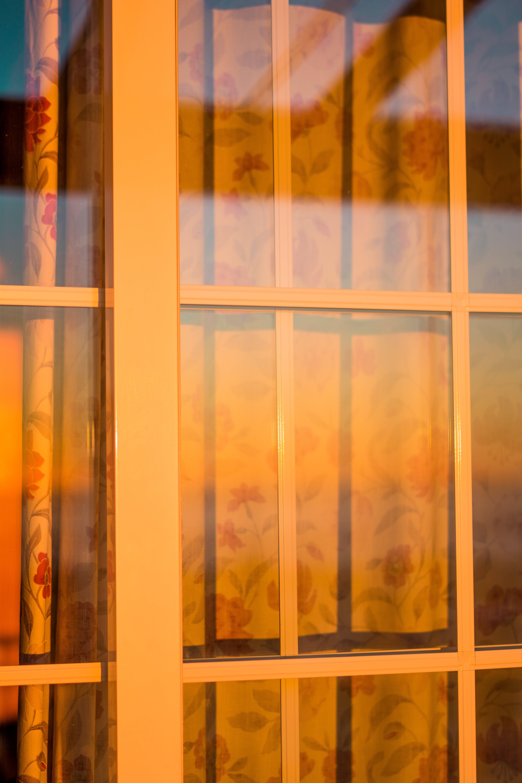 Foto profissional grátis de ensolarado, janelas, pôr do sol, reflexão