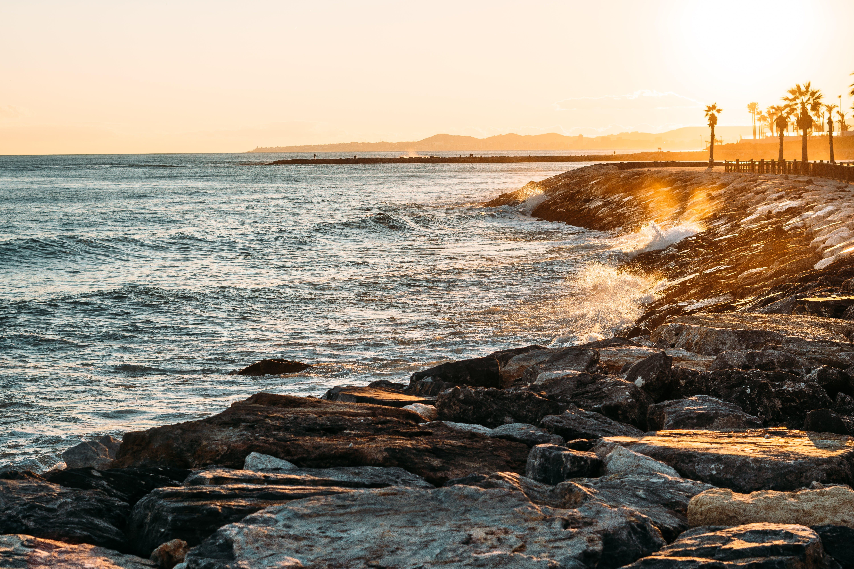 Foto profissional grátis de alvorecer, atraente, beira-mar, cênico