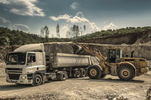 Darmowe zdjęcie z galerii z ciągnik, ciężarówka, ciężarówka z naczepą, ciężki