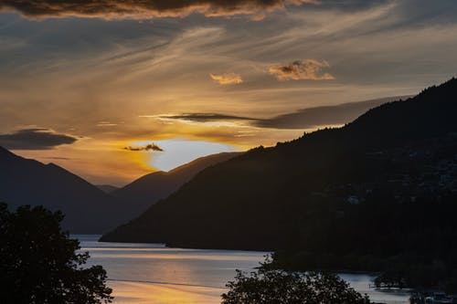 bulutlar, dağlar, su kütlesi, wakatipu gölü içeren Ücretsiz stok fotoğraf