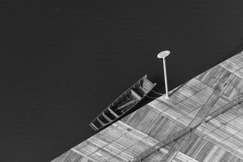 Foto profissional grátis de barco, convés, P&B, urbano