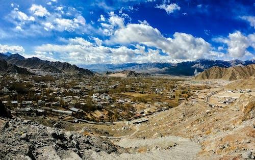 Fotobanka sbezplatnými fotkami na tému GoPro, India, ľah, modré hory