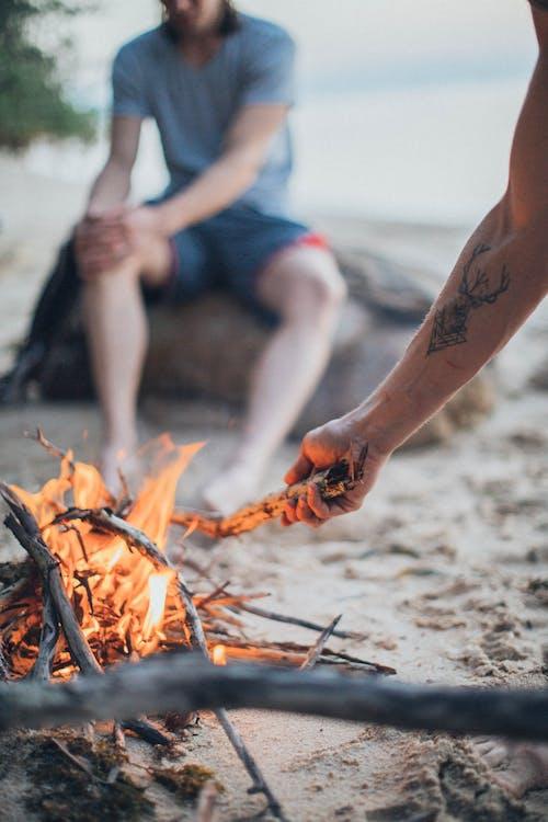 人, 休閒, 海灘, 火堆 的 免费素材照片