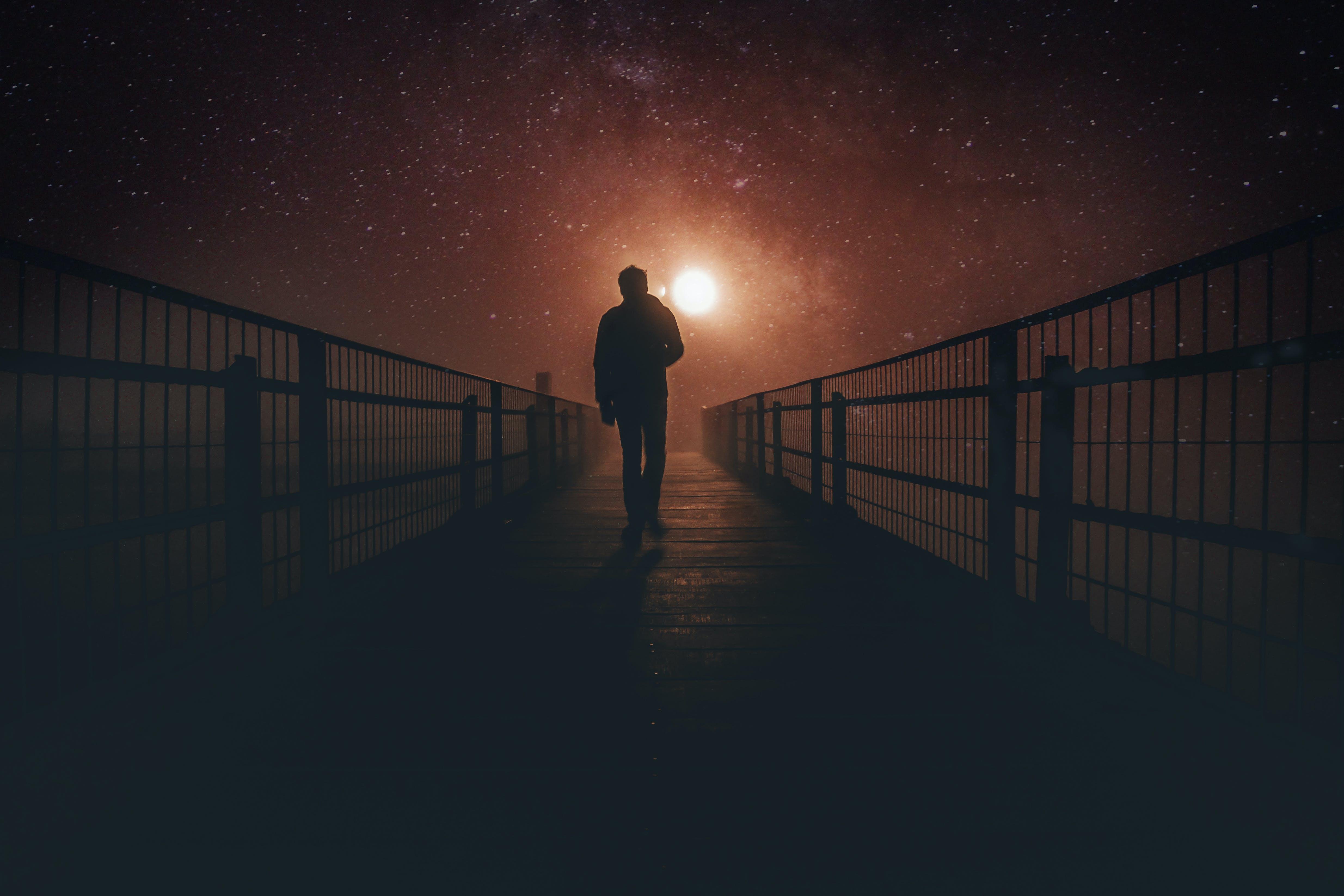 Kostenloses Stock Foto zu licht, nacht, person