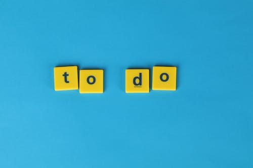 Foto profissional grátis de a fazer, fundo azul