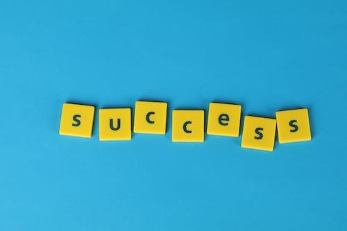 Foto profissional grátis de êxito, fundo azul