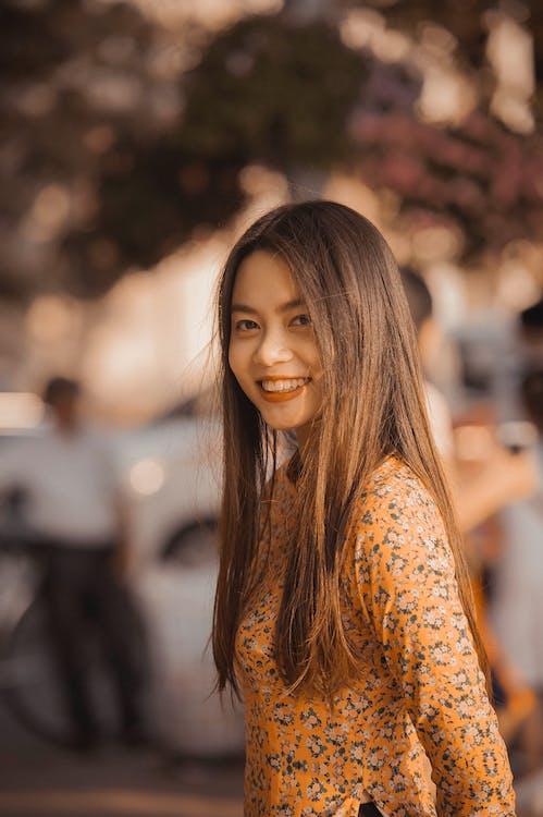 álló kép, ázsiai lány, függőleges kép