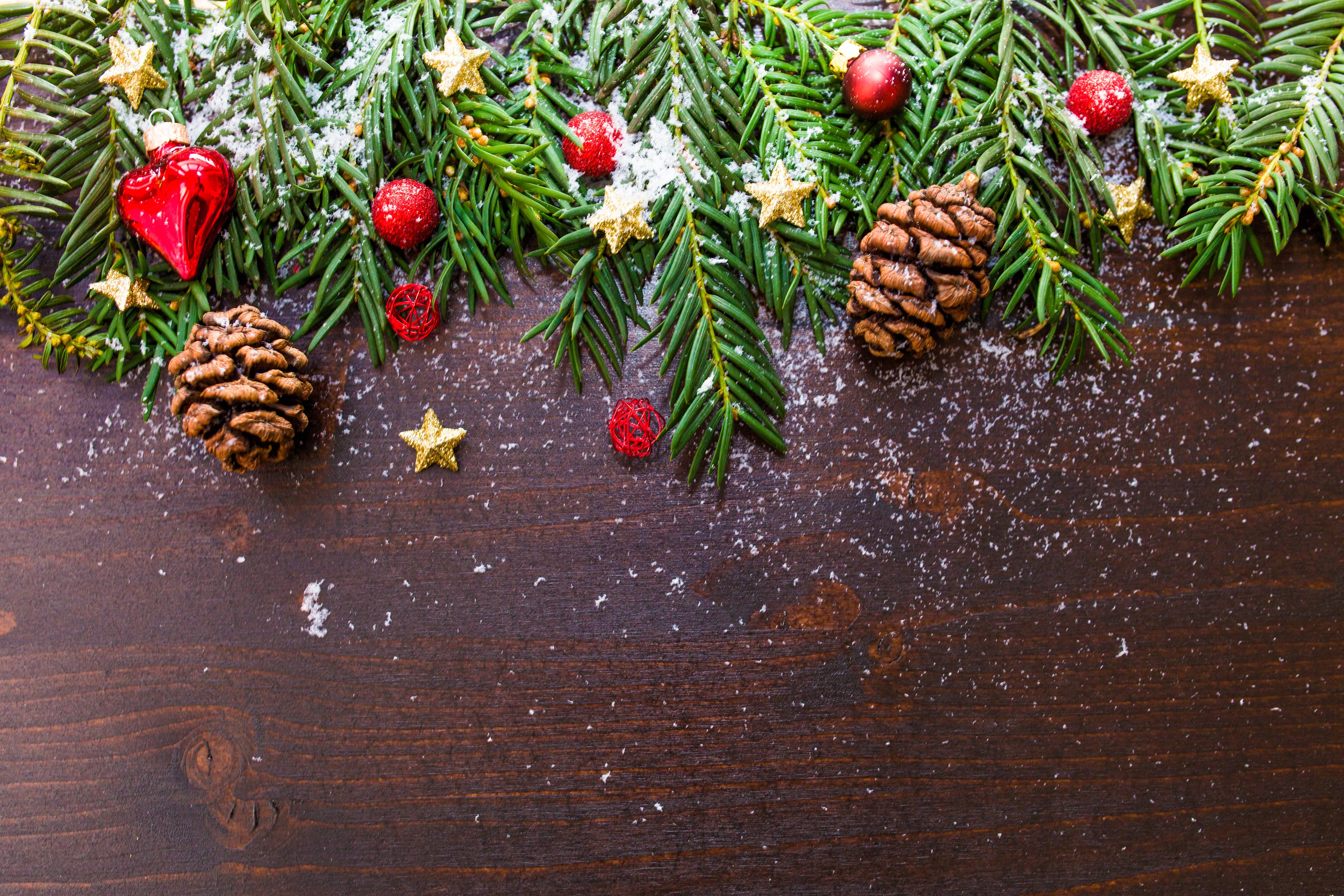 Brown Pine Cone Decor
