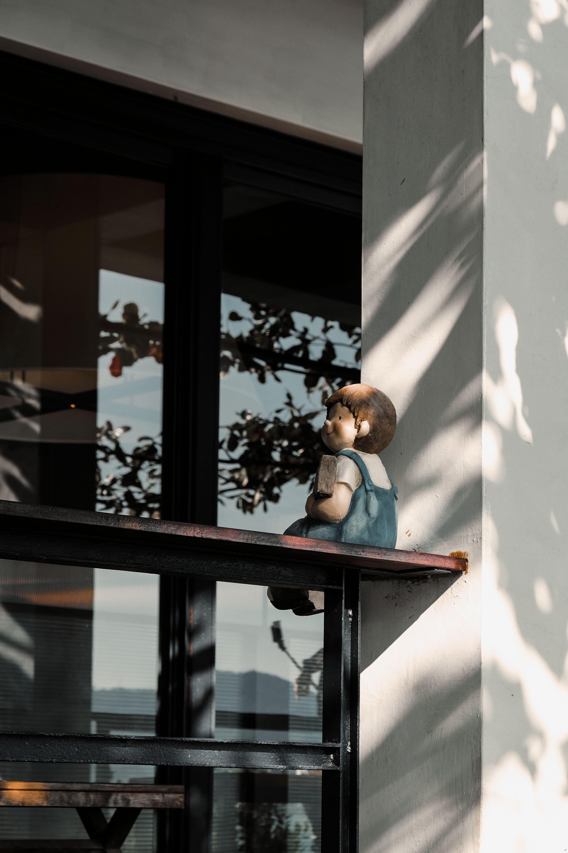 Kostenloses Stock Foto zu architektur, balkon, moderne architektur, statue