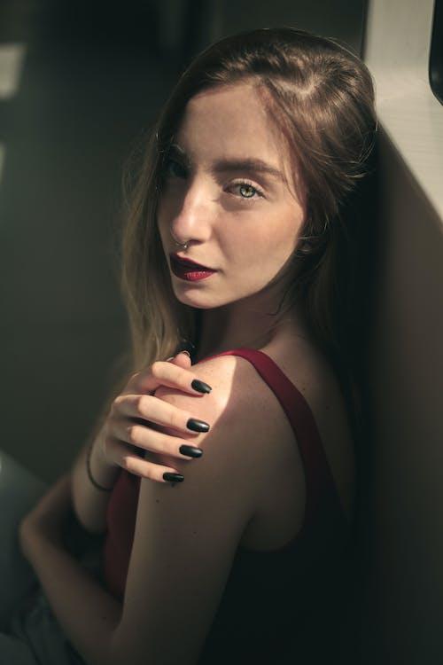Fotos de stock gratuitas de con niebla, estación de metro, modelo alternativo, ojos azules