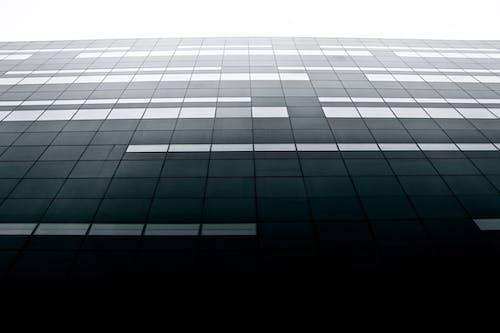 Darmowe zdjęcie z galerii z architektura, budynek, czarno-biały, czarny diament