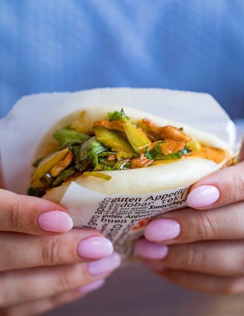 Kostenloses Stock Foto zu essen, fleisch, frau, gemüse