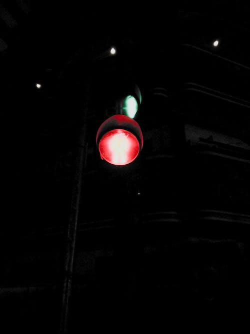 Foto stok gratis jalan, lampu malam, lampu merah