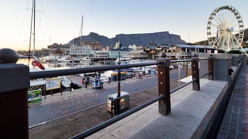 Бесплатное стоковое фото с архитектура, вода, гавань, голубой