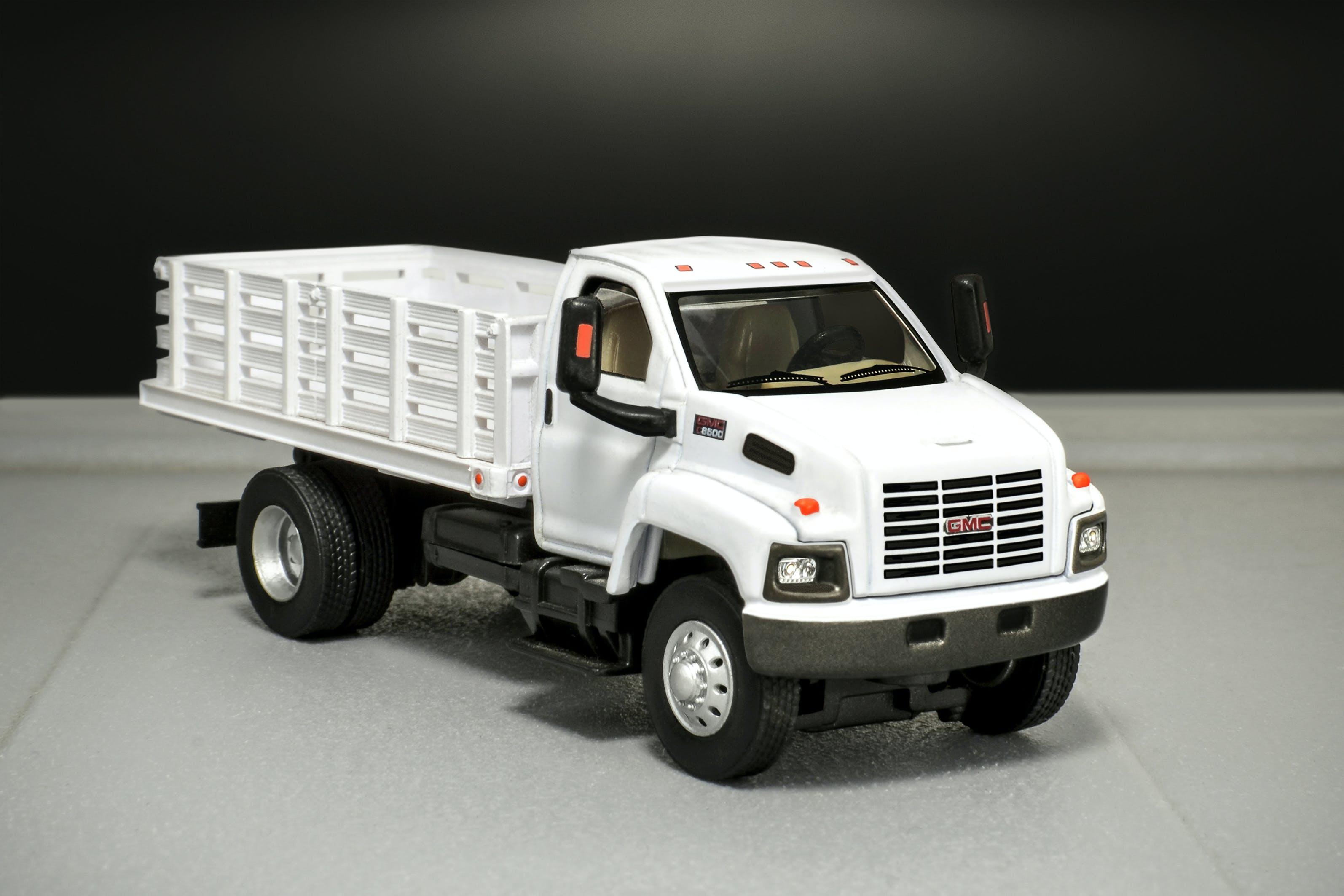 Free stock photo of blanco, camion, estacas, gmc